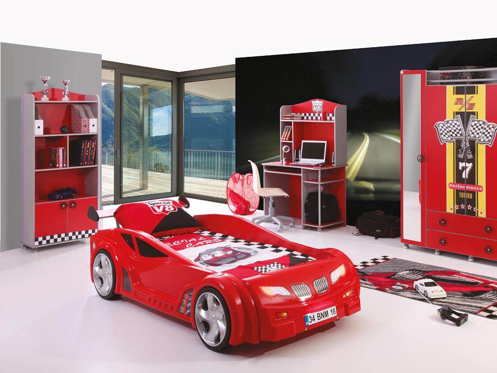Кровать - гоночная машина в интерьере