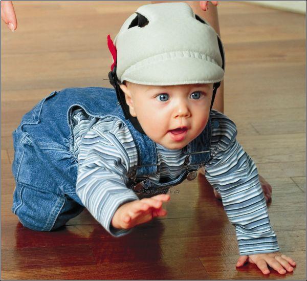 Шлем для младенца: защита головы