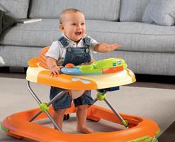 Читайте отзывы врачей о том с какого возраста, со скольки месяцев можно использовать детские ходунки