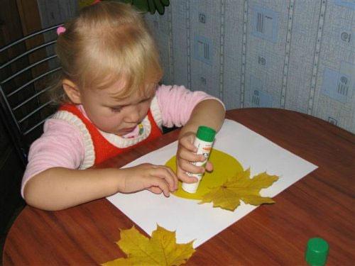 Детские поделки из осенних листьев - развиваем творческий потенциал ребенка