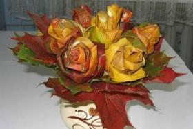 Ваза с цветами - красивая поделка из листьев